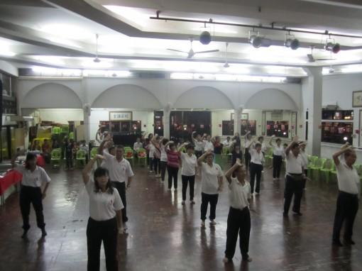元极学员呈现元极舞《金莲普开》。