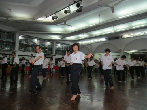 元极学员呈现元极舞。
